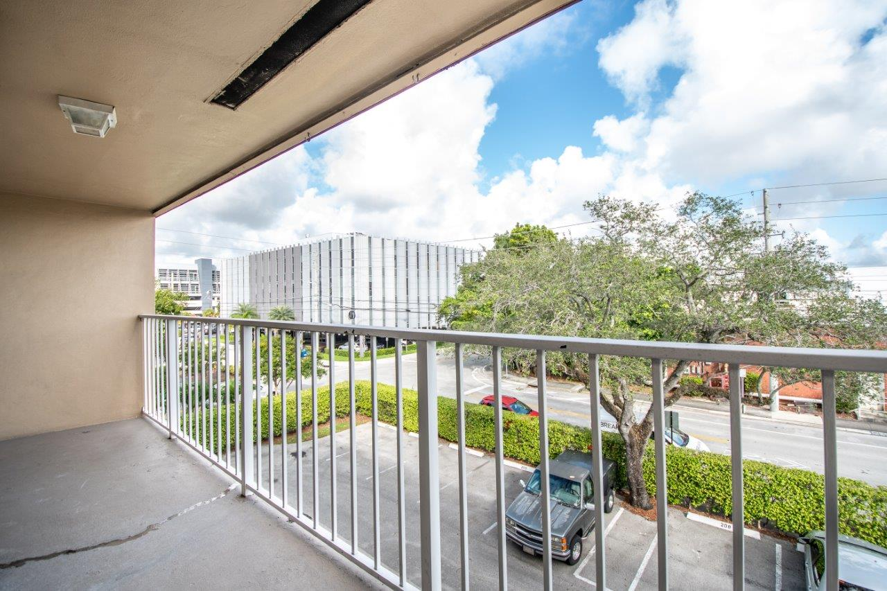 Zoom Gallery Legacy at South Miami property Image #13