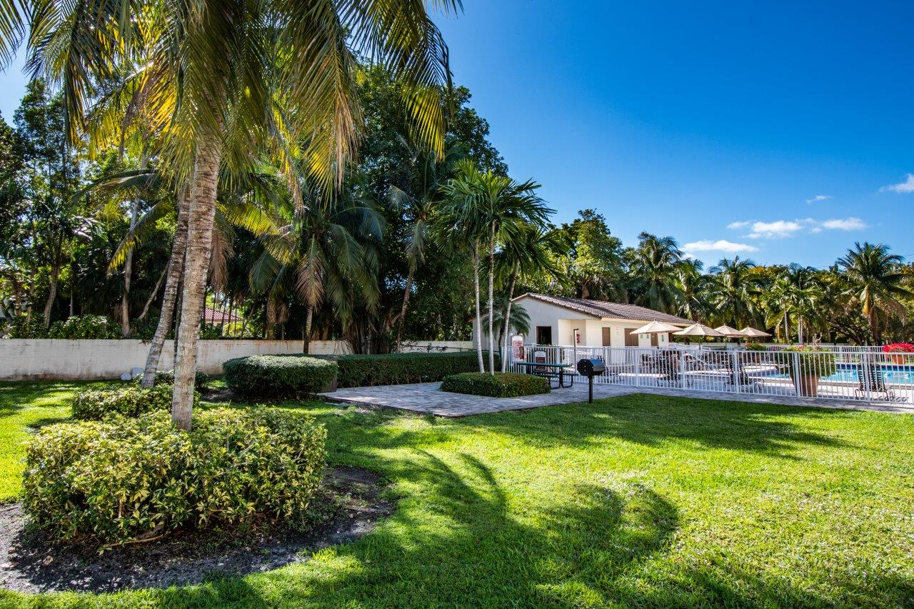 Zoom Gallery Legacy at Sans Souci property Image #15
