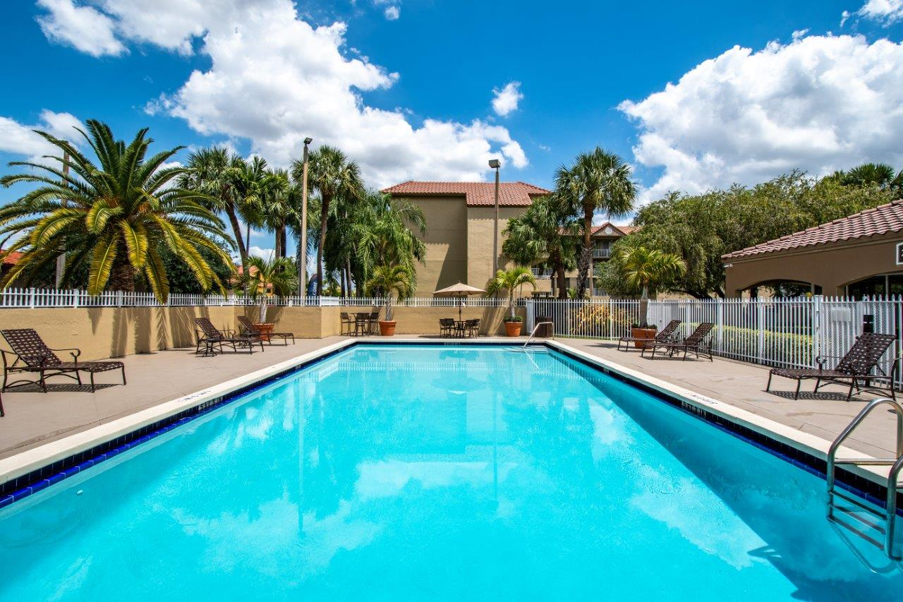Zoom Gallery Legacy at Hialeah property Image #12