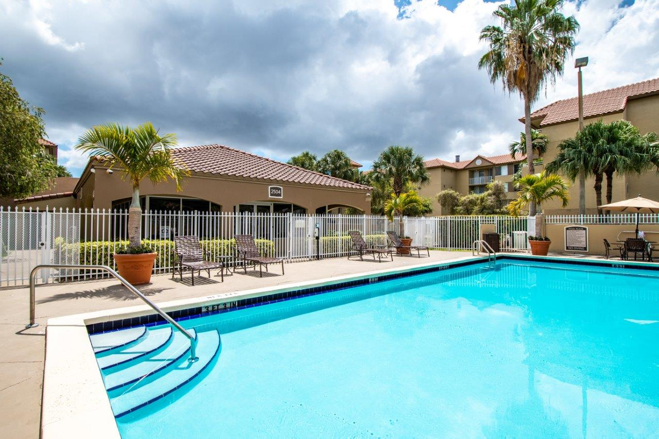 Zoom Gallery Legacy at Hialeah property Image #13