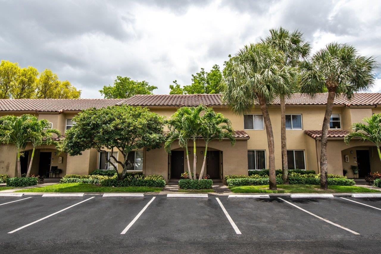 Zoom Gallery Legacy at Hialeah property Image #16