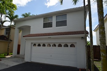 4400 Sw 82nd Way 4 Beds House for Rent Photo Gallery 1