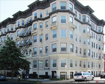 1298-1302 Commonwealth Ave/ 8 Griggs Street Studio-1 Bed Apartment for Rent Photo Gallery 1