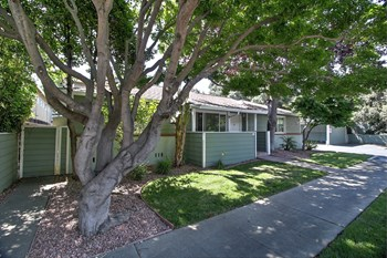 517 Glenwood Avenue 2-3 Beds Apartment for Rent Photo Gallery 1