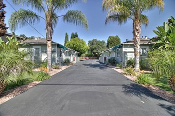 718, 722 Live Oak Avenue Studio-1 Bed Apartment for Rent Photo Gallery 1