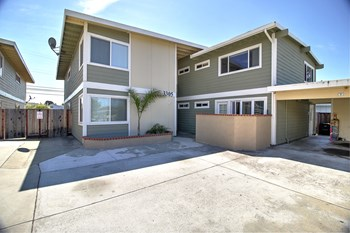 3301, 3305 Los Prados Street 2-3 Beds Apartment for Rent Photo Gallery 1