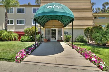 3875, 3833 Park Boulevard 1-2 Beds Apartment for Rent Photo Gallery 1