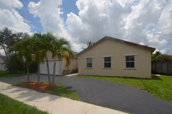 5257 Nw 96th Avenue 4 Beds House for Rent Photo Gallery 1