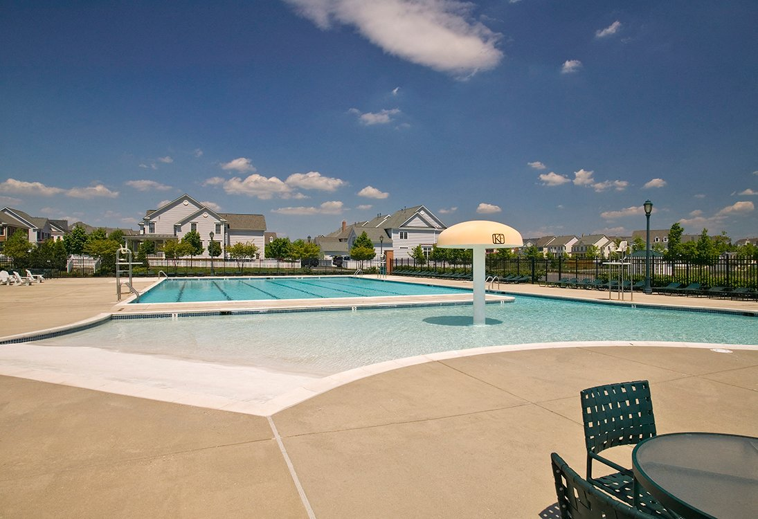 Residences at King Farm apartments swimming pool amenties in Rockville