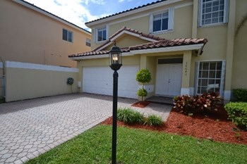 14643 Sw 132nd Avenue 4 Beds House for Rent Photo Gallery 1