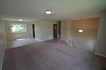 1039 Ridgewood Dr 3 Beds House for Rent Photo Gallery 1