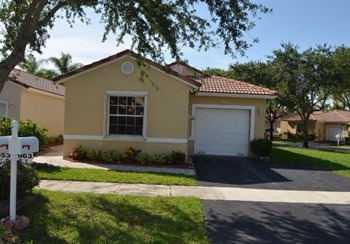 963 Sw 179th Avenue 3 Beds House for Rent Photo Gallery 1