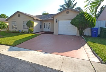 1111 Sw 87th Way 3 Beds House for Rent Photo Gallery 1