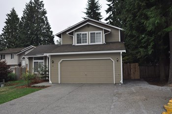34 82nd Pl Sw 3 Beds House for Rent Photo Gallery 1