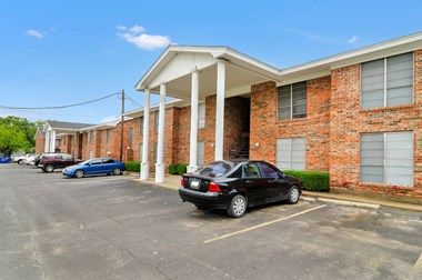 949 S. Lillian Street 1-2 Beds Apartment for Rent Photo Gallery 1
