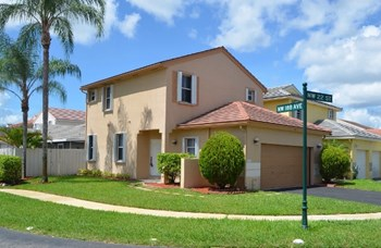 18810 Nw 22nd Street 3 Beds House for Rent Photo Gallery 1