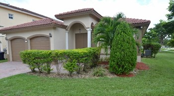17717 Sw 135th Court 4 Beds House for Rent Photo Gallery 1