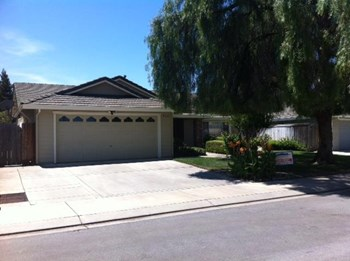 930 University Ct 4 Beds House for Rent Photo Gallery 1