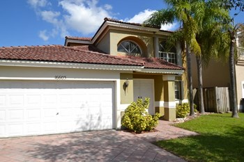 16605 Sw 100th Terrace 3 Beds House for Rent Photo Gallery 1