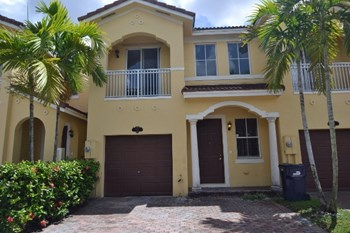 877 Sw 149 Court 3 Beds House for Rent Photo Gallery 1