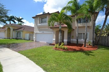 10050 Sw 166 Court 4 Beds House for Rent Photo Gallery 1