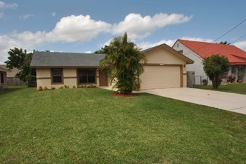6055 Garrett St 3 Beds House for Rent Photo Gallery 1