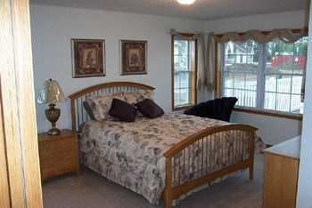 Oak Grove Ave 2 Beds Townhouse for Rent Photo Gallery 1