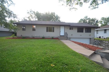 330 Territorial Rd Ne 3 Beds House for Rent Photo Gallery 1