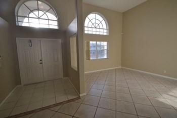 915 Nw 197 Terrace 4 Beds House for Rent Photo Gallery 1