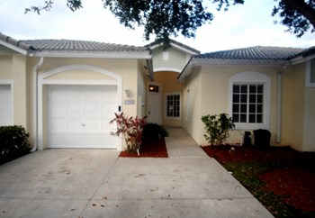 1203 Sw 48 Terrace 3 Beds House for Rent Photo Gallery 1