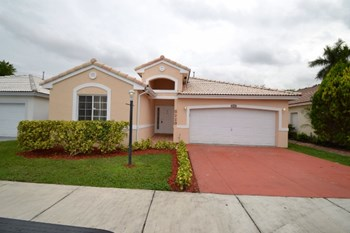8223 Sw 157 Court 3 Beds House for Rent Photo Gallery 1