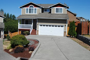 6805 36th St Ne 5 Beds House for Rent Photo Gallery 1
