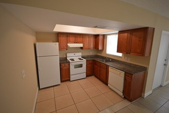 800 Clubhouse Drive 2 Beds House for Rent Photo Gallery 1