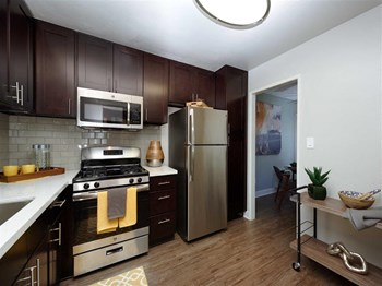 200 N. Grand Avenue 1-3 Beds Apartment for Rent Photo Gallery 1