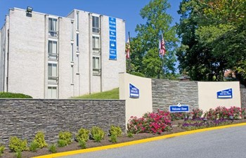 1432 Hampshire West Ct. 1-3 Beds Apartment for Rent Photo Gallery 1