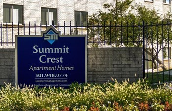 38 N. Summit Drive Studio-3 Beds Apartment for Rent Photo Gallery 1