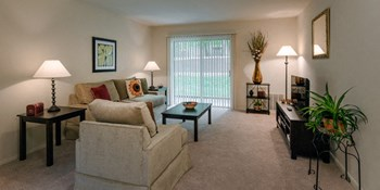 1511 Monroe Drive 1-3 Beds Apartment for Rent Photo Gallery 1
