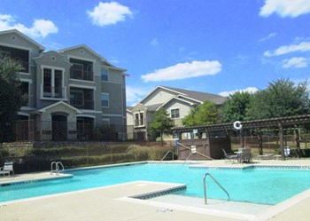 3303 Southern Oaks Blvd  2-4 Beds Apartment for Rent Photo Gallery 1