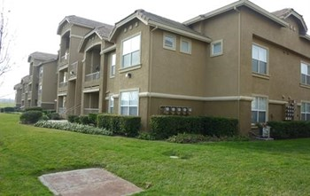 800 Gibson Drive 2-4 Beds Apartment for Rent Photo Gallery 1