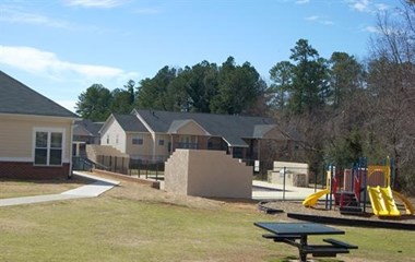 6136 Hillandale 2-3 Beds Apartment for Rent Photo Gallery 1