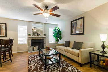 6401 Hulen Bend Blvd. 1-2 Beds Apartment for Rent Photo Gallery 1