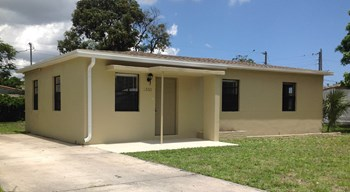 1531 NW 12 Court 3 Beds House for Rent Photo Gallery 1