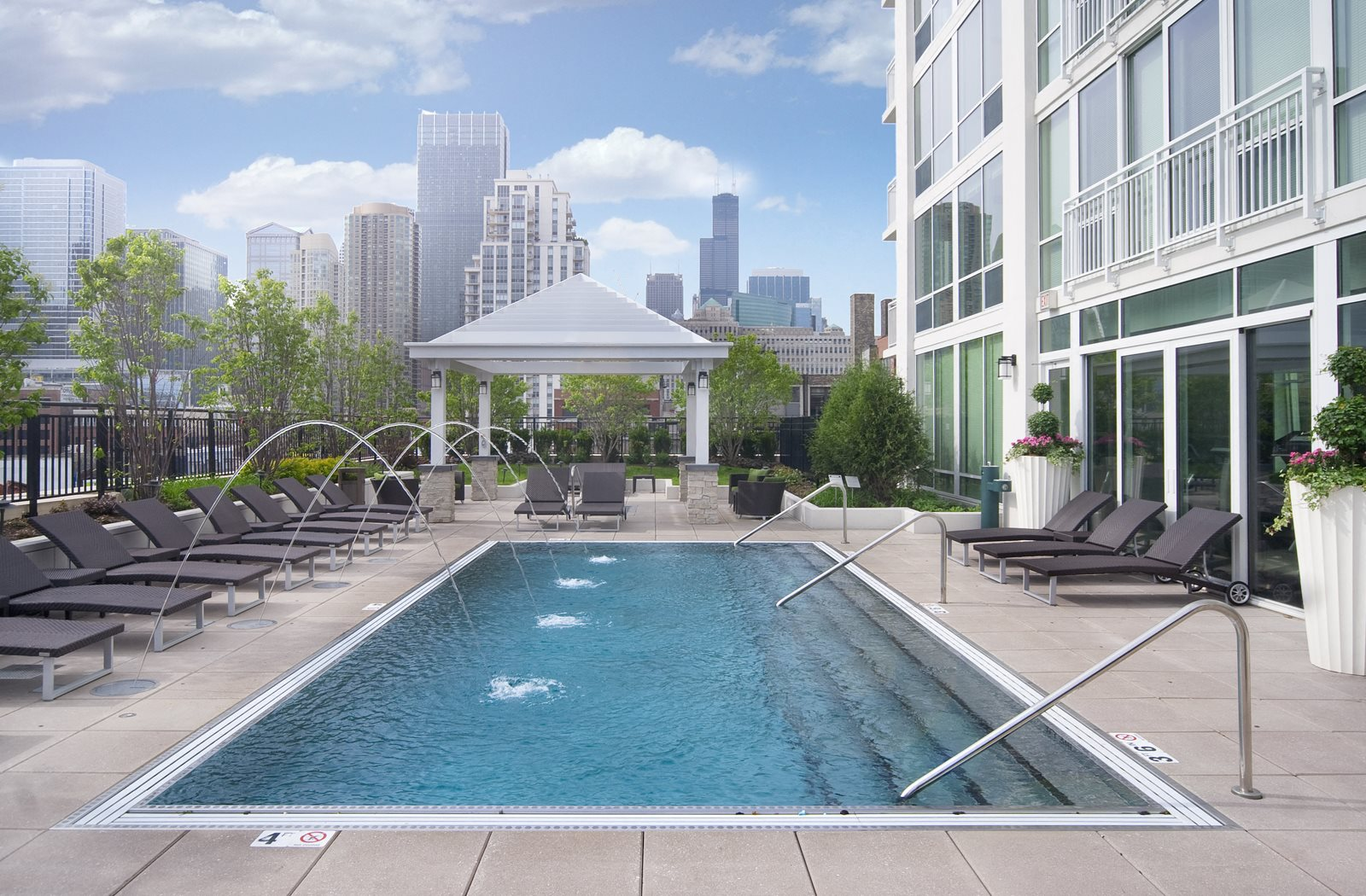 Flair Tower, Chicago, IL, 60654 has Resort-Style Pool