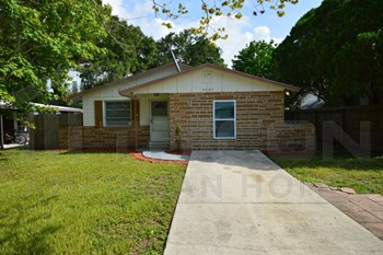 8085 33rd Ave N, 4 Beds House for Rent Photo Gallery 1