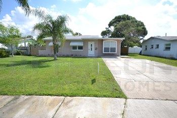 9865 54th St N. 3 Beds House for Rent Photo Gallery 1