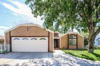 44105 Dahlia St 3 Beds House for Rent Photo Gallery 1