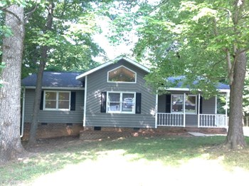 100 New Hampshire Drive 3 Beds House for Rent Photo Gallery 1