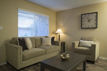1600 East University Avenue 1-2 Beds Apartment for Rent Photo Gallery 1