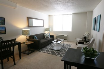 2121 Douglas St Studio-2 Beds Apartment for Rent Photo Gallery 1