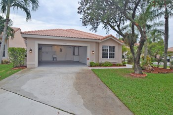 18352 Sw 5 Court 3 Beds House for Rent Photo Gallery 1